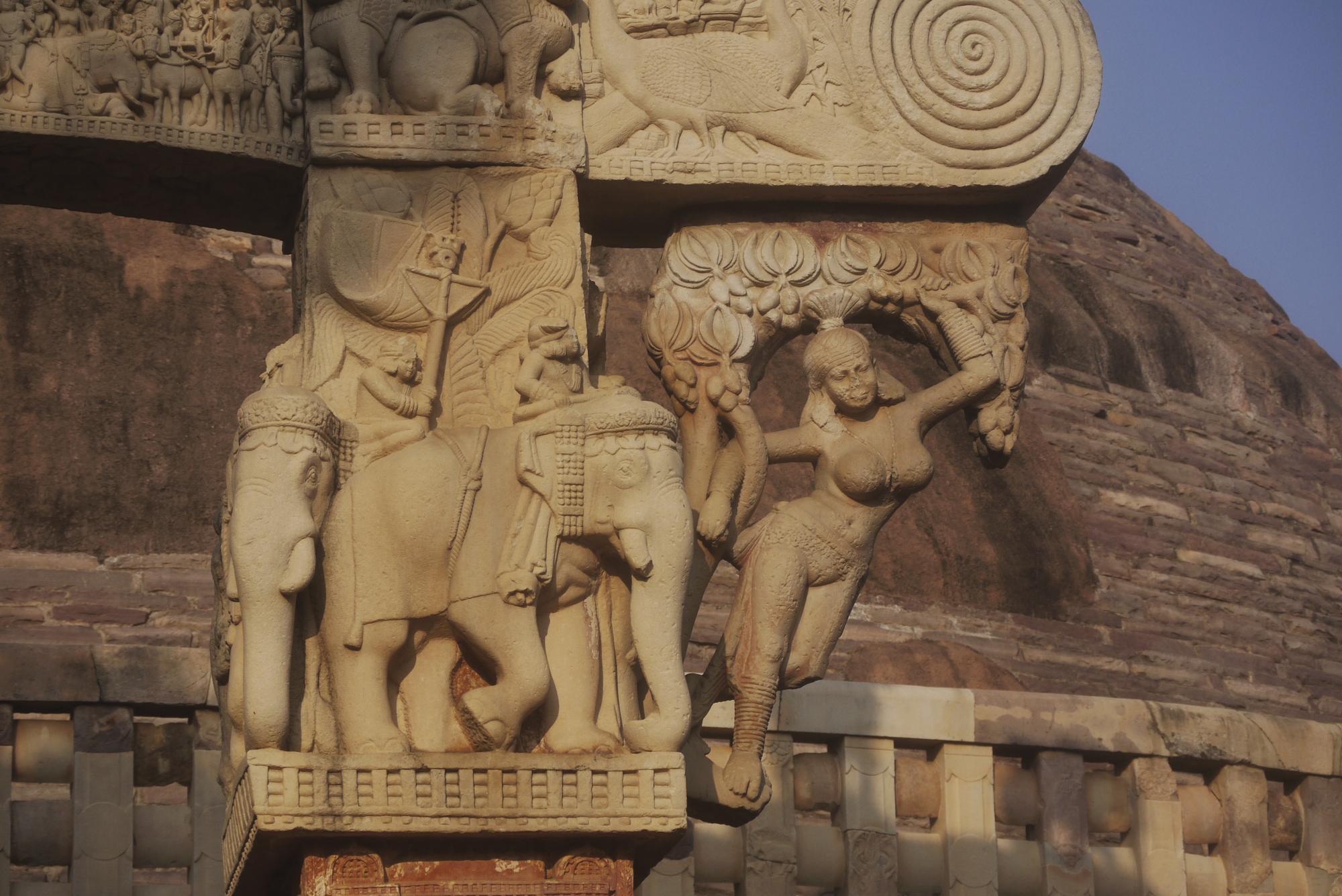 Wunderschöne Reliefs in Sanchi