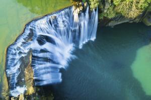 Der Shifen-Wasserfall in malerischer Natur